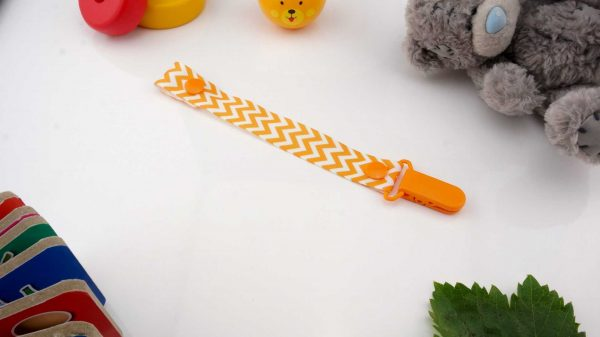 Chevron Orange on White – Orange Clip 1
