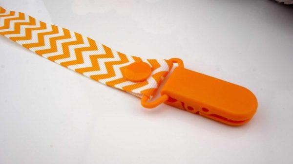Chevron Orange on White – Orange Clip 2