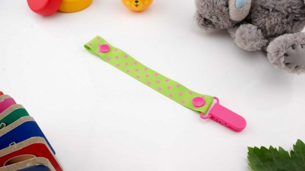 Spots Pink on Green – Pink Clip 1