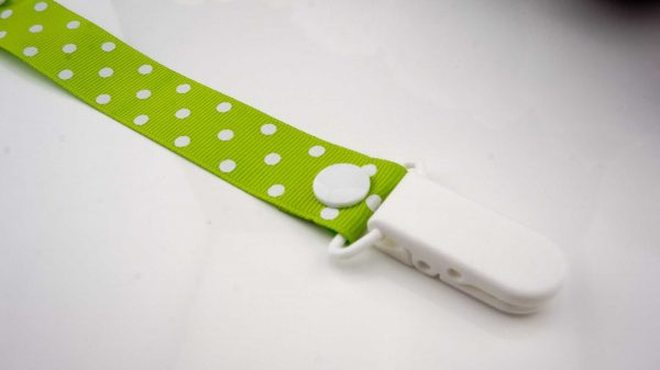Spots White on Lime Green – White Clip 2